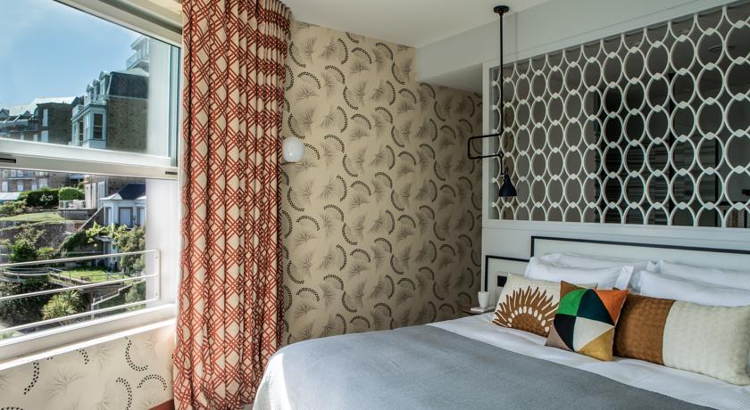 Lit chambre/suite Castelbrac Dinard 2